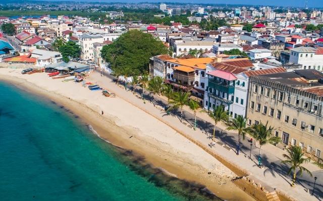 La vieille ville de Stone Town à Zanzibar vue d'avion