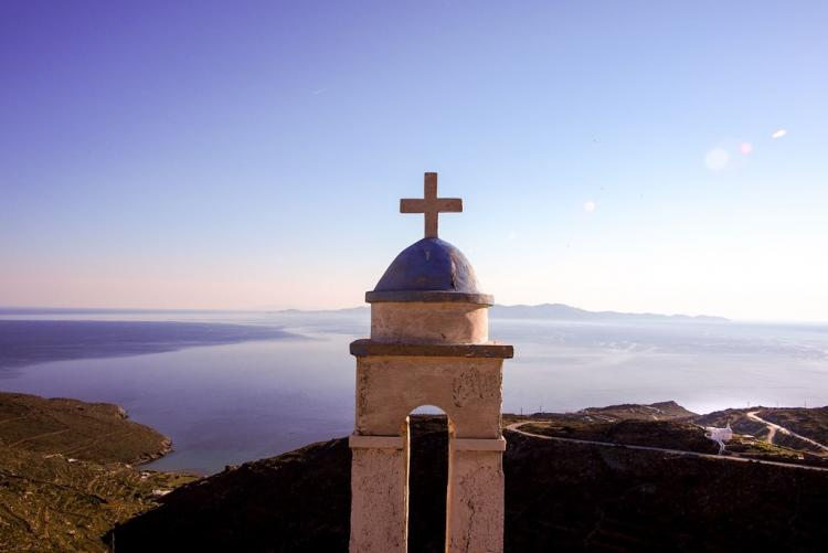 Vue sur la mer Egée depuis l'île de Tinos, en voyage dans les Cyclades