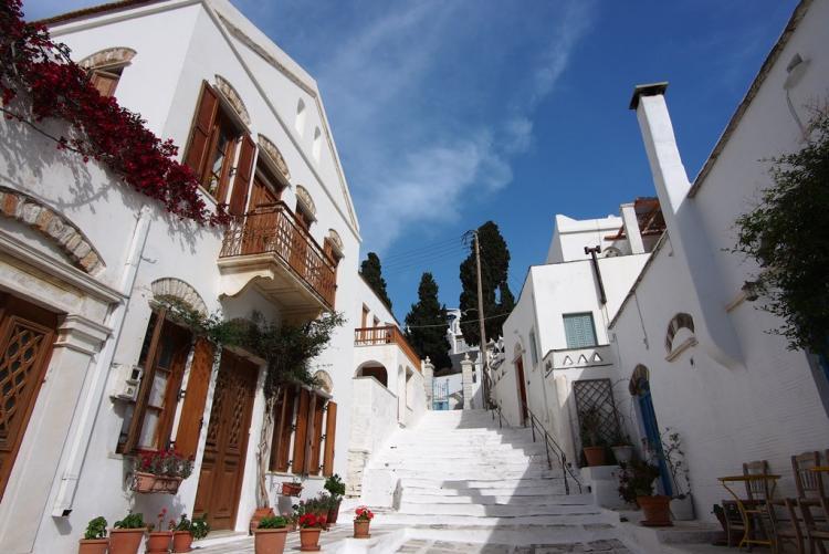 Village de Pyrgos à Tinos, magnifique village de marbre