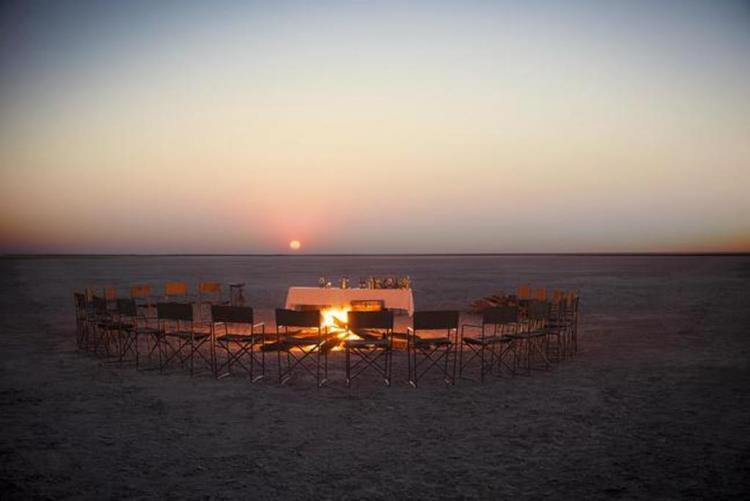 San Camp dans le Makgadikgadi  en voyage sur mesure au Botswana