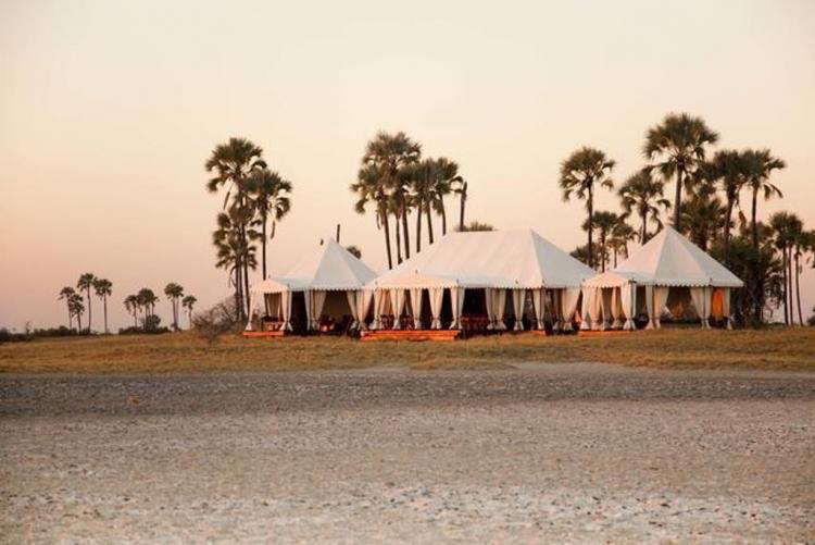 Loin de la foule à San Camp, au Makgadikgadi, en voyage au Botswana