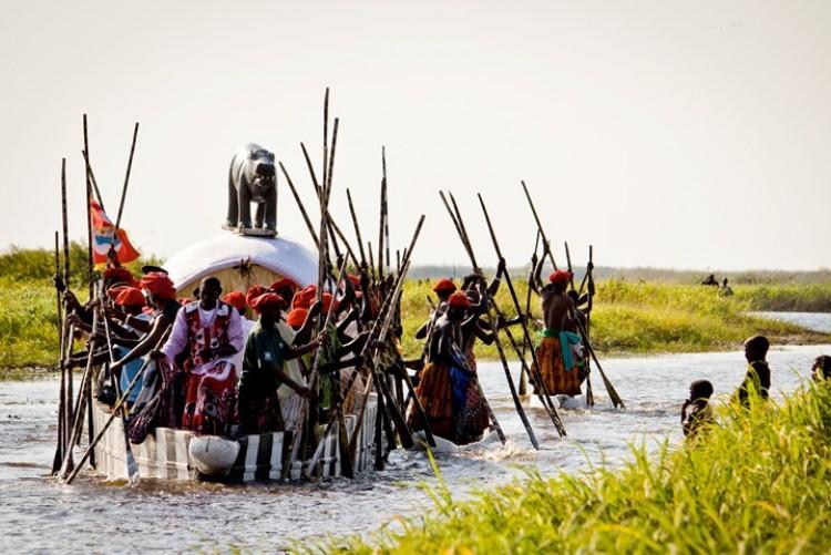 Le festival de Kuomboka au royaume du peuple Lozi, le Barotseland (en Zambie)