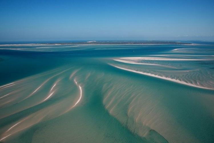 Le paysage unique des dunes de sable de l'archipel de Benguerra au Mozambique