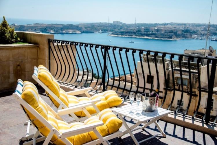 Votre terrasse au Palazzo Prince d'Orange à la Valette, face à la mer