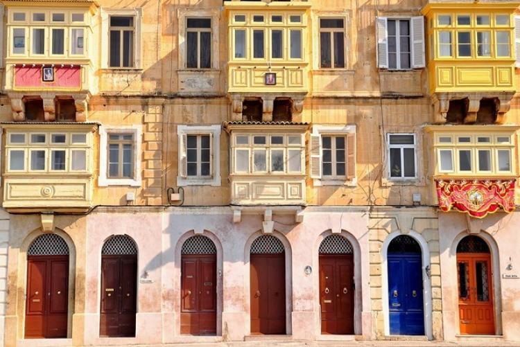 Facades typique de la Valette à Malte