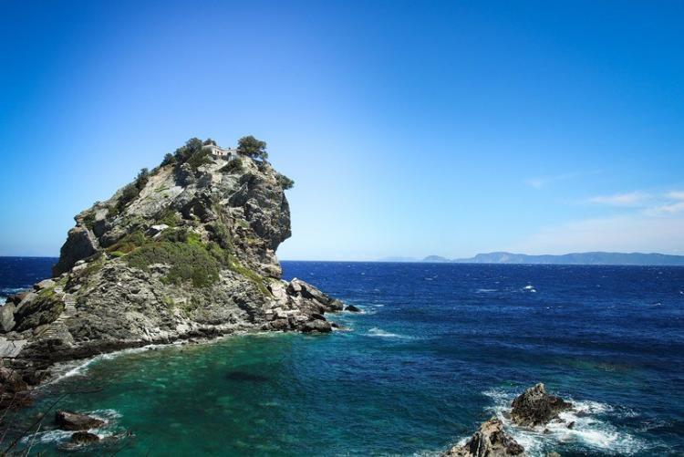 Mamma Mia Church, où fut tourné le film avec Merry Streep et les chansons d'Abba, à Skopelos aux Sporades en Grèce