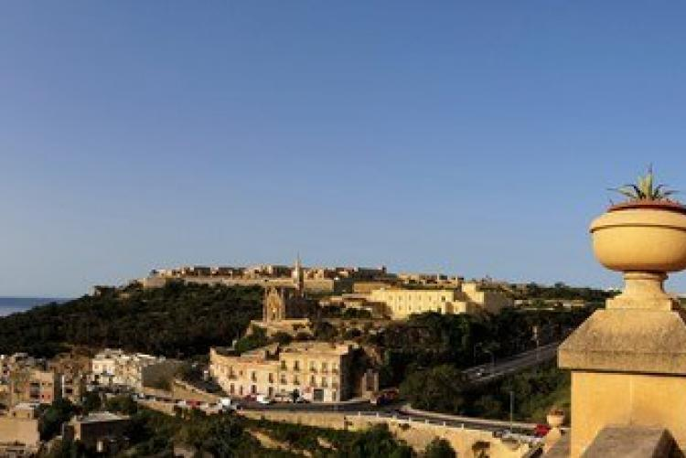 La vue depuis les terrasses du Grand Hôtel de Gozo, en voyage à Malte