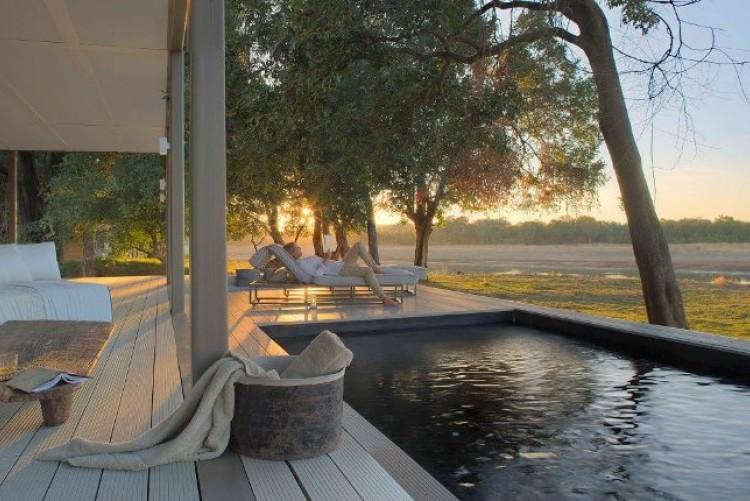 Votre chalet avec piscine et vue sur la savane à Chinzombo