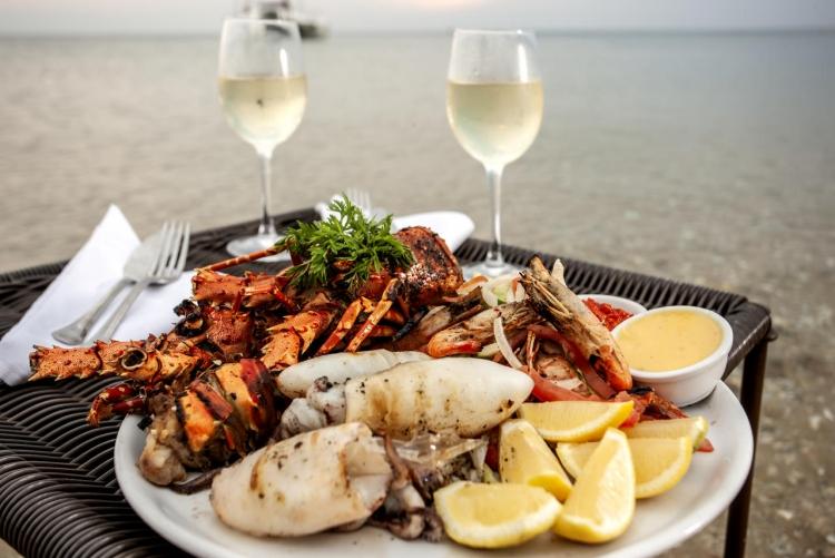 Homards, écrevisses, poissons frais : un voyage à Bazaruto est l'occasion de se régaler