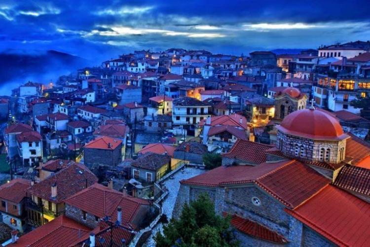 Le village d'Arachova au pieds des pistes du mont Parnasse, voyage en Grèce en hiver