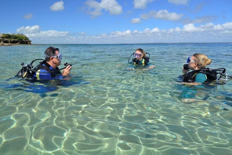 Leçons de plongée à Azura Quilalea dans l'archipel de Quirimbas au Mozambique
