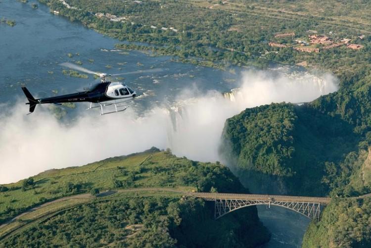 Survol des Chutes Victoria en hélicoptère en voyage sur mesure aux Chutes Victoria