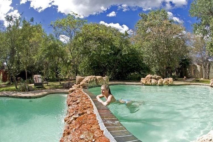 Séjour à Chobe Chilwero moment de détente à la piscine - Safari Botswana