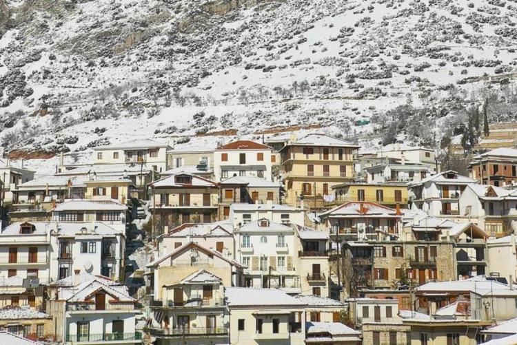 Le village d'Arachova sous la neige (crédit photo greece.com)