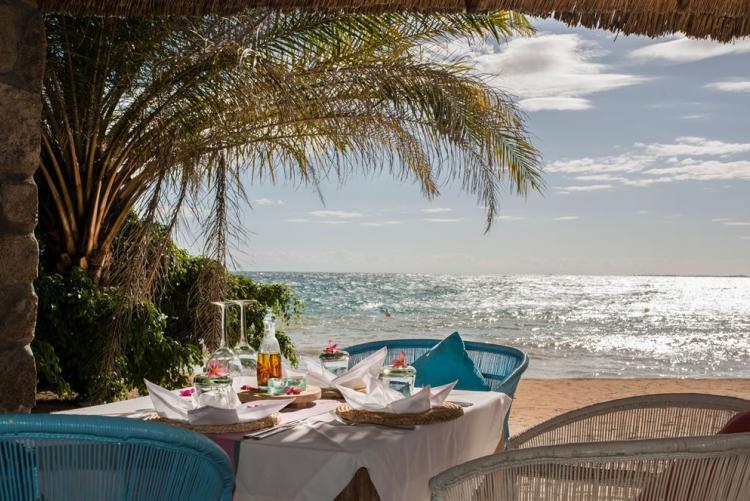 Déjeuner sur la plage à Kaya Mawa au Lac Malawi