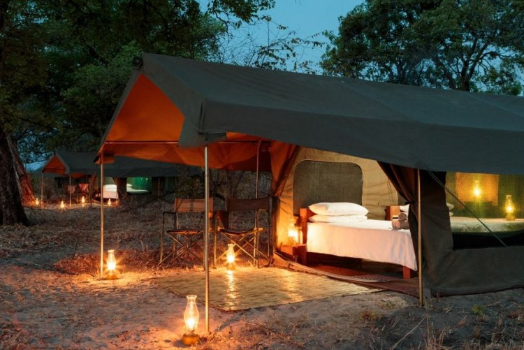 Votre petit camp de toile au parc de South Luangwa ne dispose que de 4 tentes