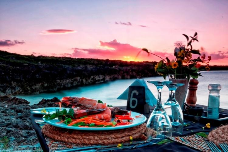 Diner de fruits de mer à Nuarro au Mozambique