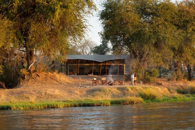 Votre campement au bord du Zambèze dans la région de Manapools