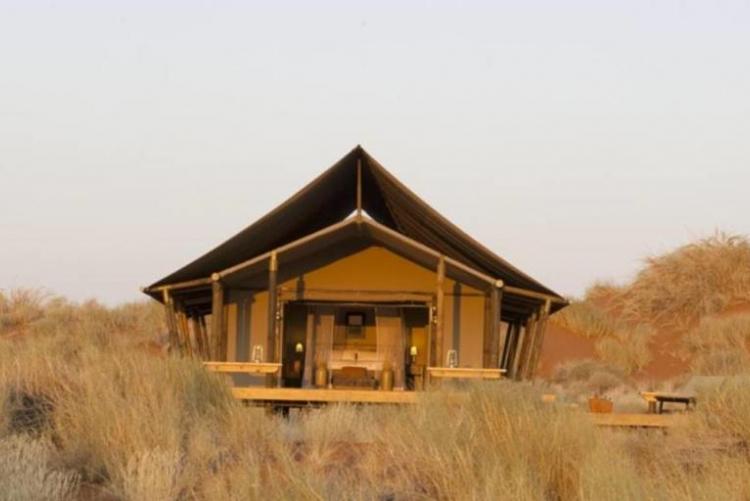Wolwedans dune camp dans le désert du Namib, en voyage en Namibie