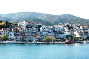 Le port de Skiathos dans les îles grecques des Sporades en voyage en Grèce