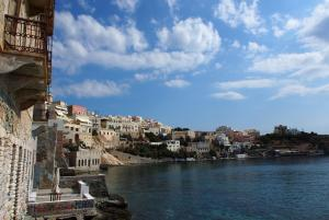 Vue sur la baie d'Ermopoulis à Syros
